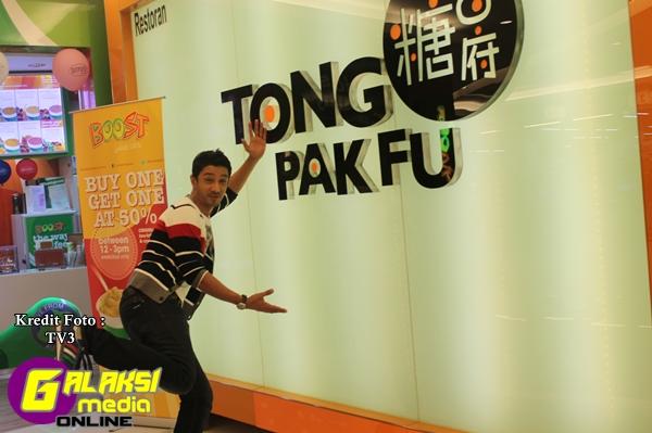 Episode 17, Qi menikmati makanan-makanan di Tong Pak Fu