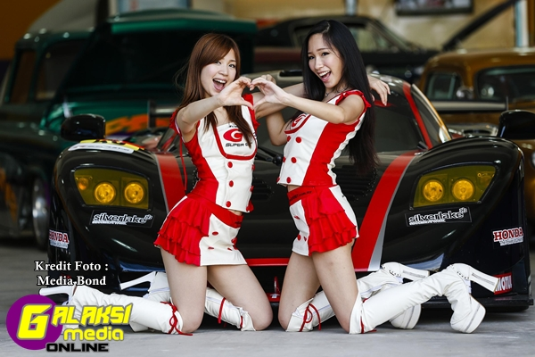 Super GT Queen_Yuko & Julie_1