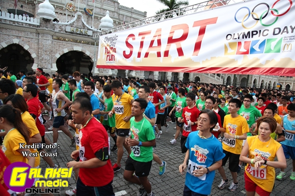 Participants taking off during the 2012 Olympic Day Run_2
