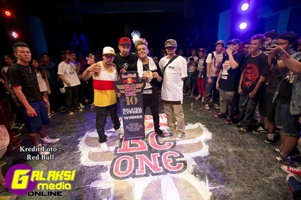 Red Bull BC One Cypher 2013 - Kuala Lumpur BBoy Khenobu and Judges