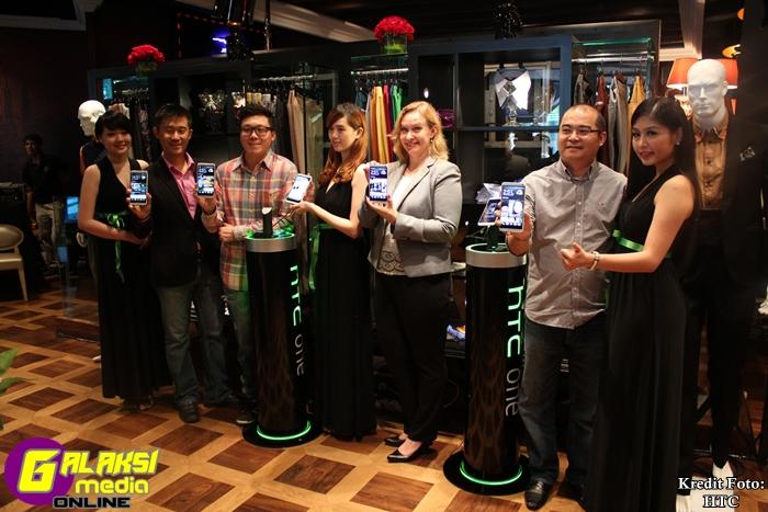 L2R Shane Chiang, Wayne Tang, Sirpa Ikola, SK Wong