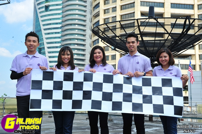 (L-R) Peh Kien Min, Praevitriana  Yuliawiratman, Adriana Aris, Danial Khoriri, Jasmine Abu Bakar - ntv7 news  presenters from 7 Edition, Edisi 7 and Mandarin 7 all geared up for F1