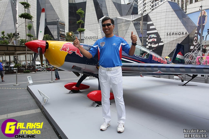 LO-Halim Othman poses in front of the Red Bull Air Race  plane after the Media Brief at Pavilion