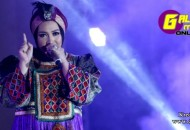 664xauto-abaya-gaya-favorit-melly-goeslaw-setelah-berhijab-140703g