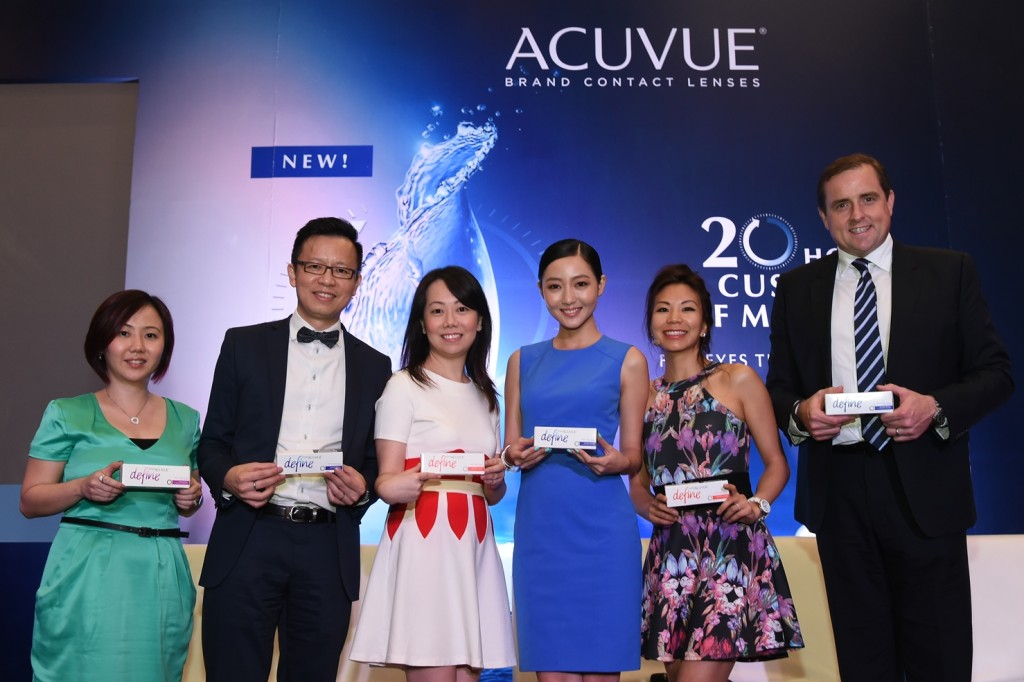 4) 1 Day ACUVUE DEFINE with LACREON brand advocate with team