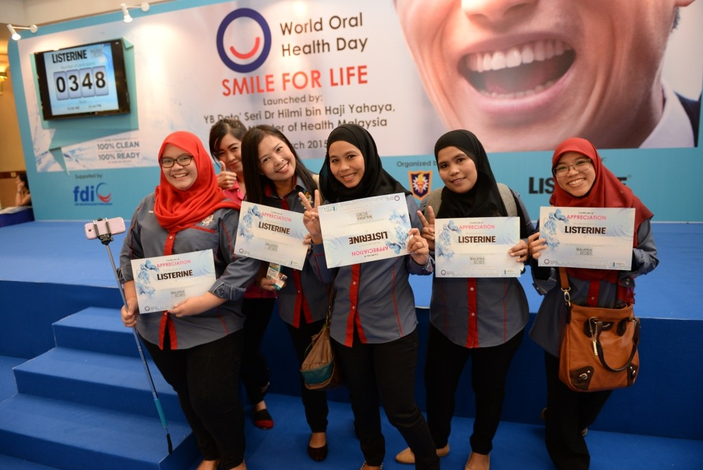 Friends who came together to rinse for good oral health and set a record