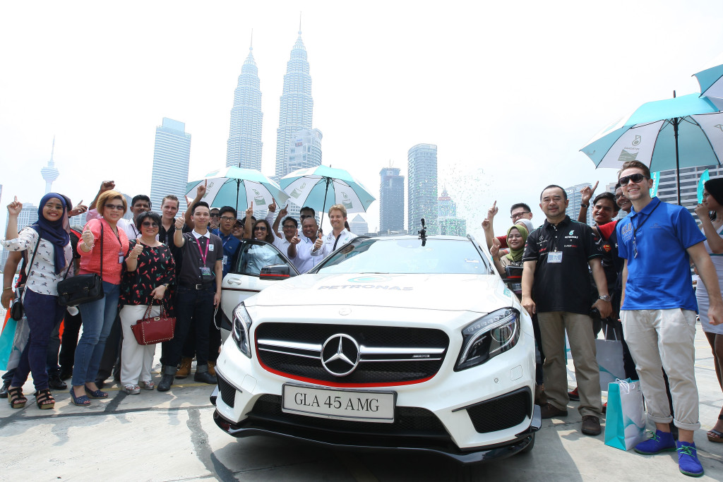 Nico Rosberg with Mohd Ibrahimnuddin Mohd Yunus, MD and CEO PETRONAS Dagangan Berhad and Liz Kamaruddin Senior General Manager Group Strategic Communication PETRONAS at the Taxi Ride