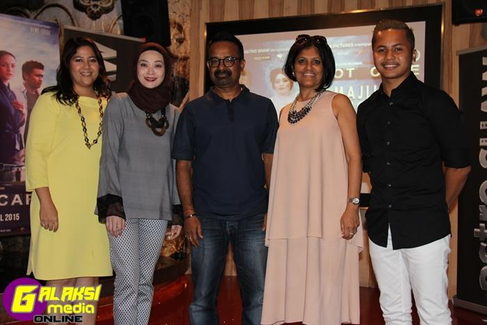Dari kiri Naib Presiden dan Ketua  Astro Shaw, Najwa Abu Bakar, Adira, Penerbit Tarantella, Sharad Sharan,  Renu Sharan dan Hafiz Suip - Copy