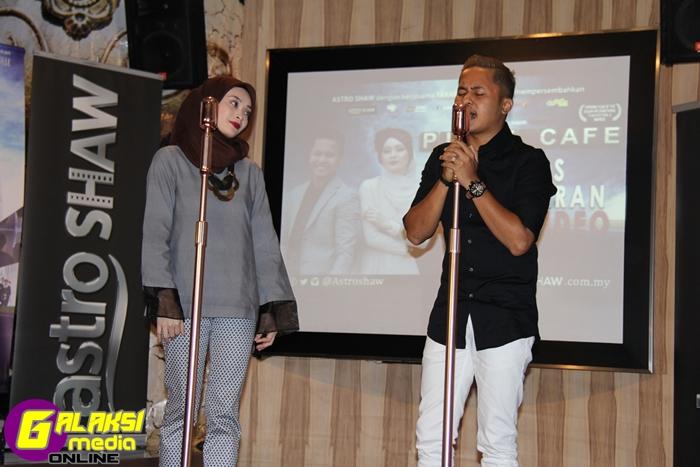 Hafiz & Adira ketika menendangkan lagu 'Untuk Cinta' - Copy