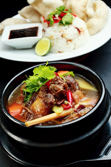 Magnum Oxtail Soup with Sushi Rice