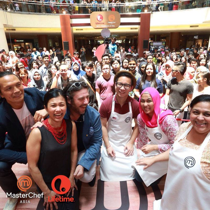 MasterChef Asia MY Meet-and-Greet_Wefie with the crowd, judges & contestants (1)