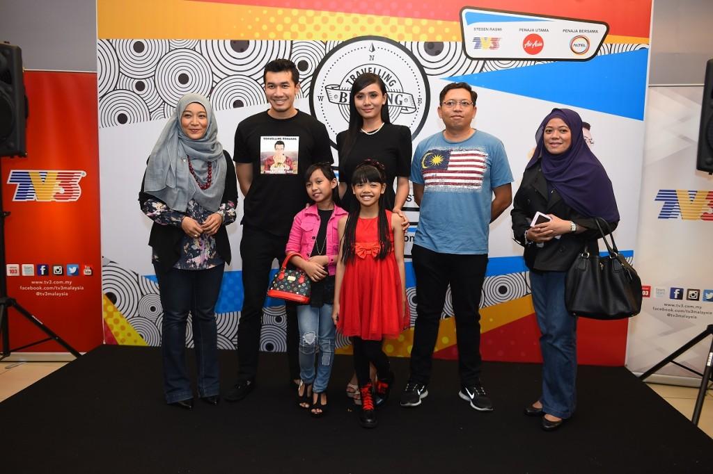 Dari Kiri - Fara Fauzana, Ungku Ismail, Elizad, Encik Rizwal (COO Altel), Cik Nurazah (Altel) dan Baby Sofea & Yuyun Yuslin