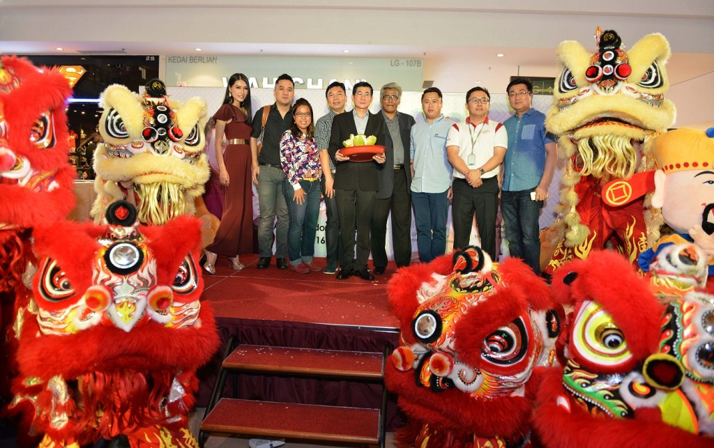 Lion Dance show&Group Photo on stage-GINTELL200216A25