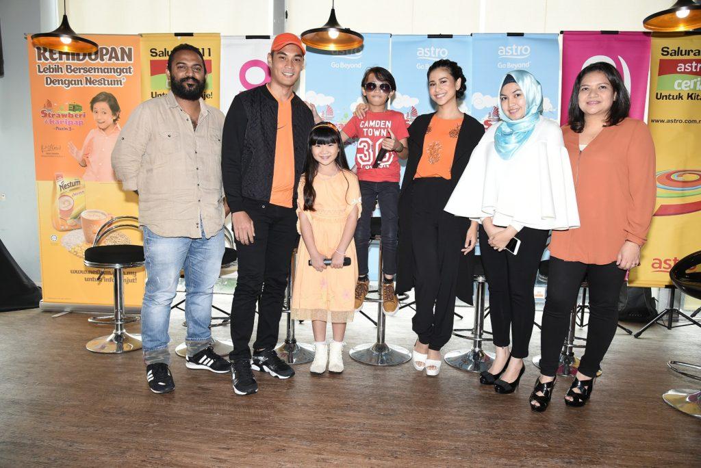 Dari kiri, Feroz Kader, Hisyam Hamid, Chia Shue En, Rykarl Iskandar, Fouziah Ghous, Hadzelynda Khairuddin, Alia Ramly