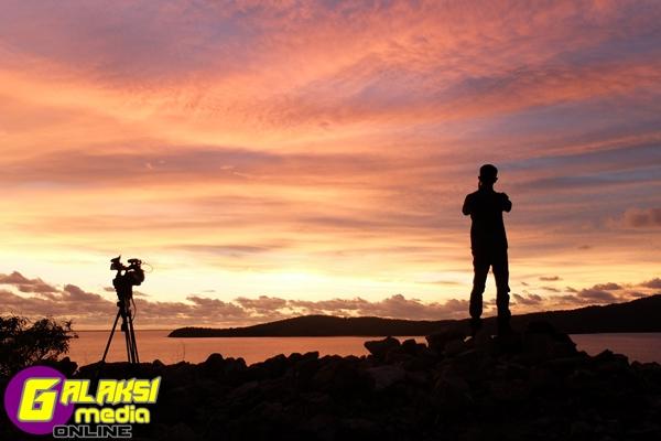 Hos jejak rasul Anwar afiq di  tepi pelabuhan ketika matahari terbenam. lokasi - port moresby (3)