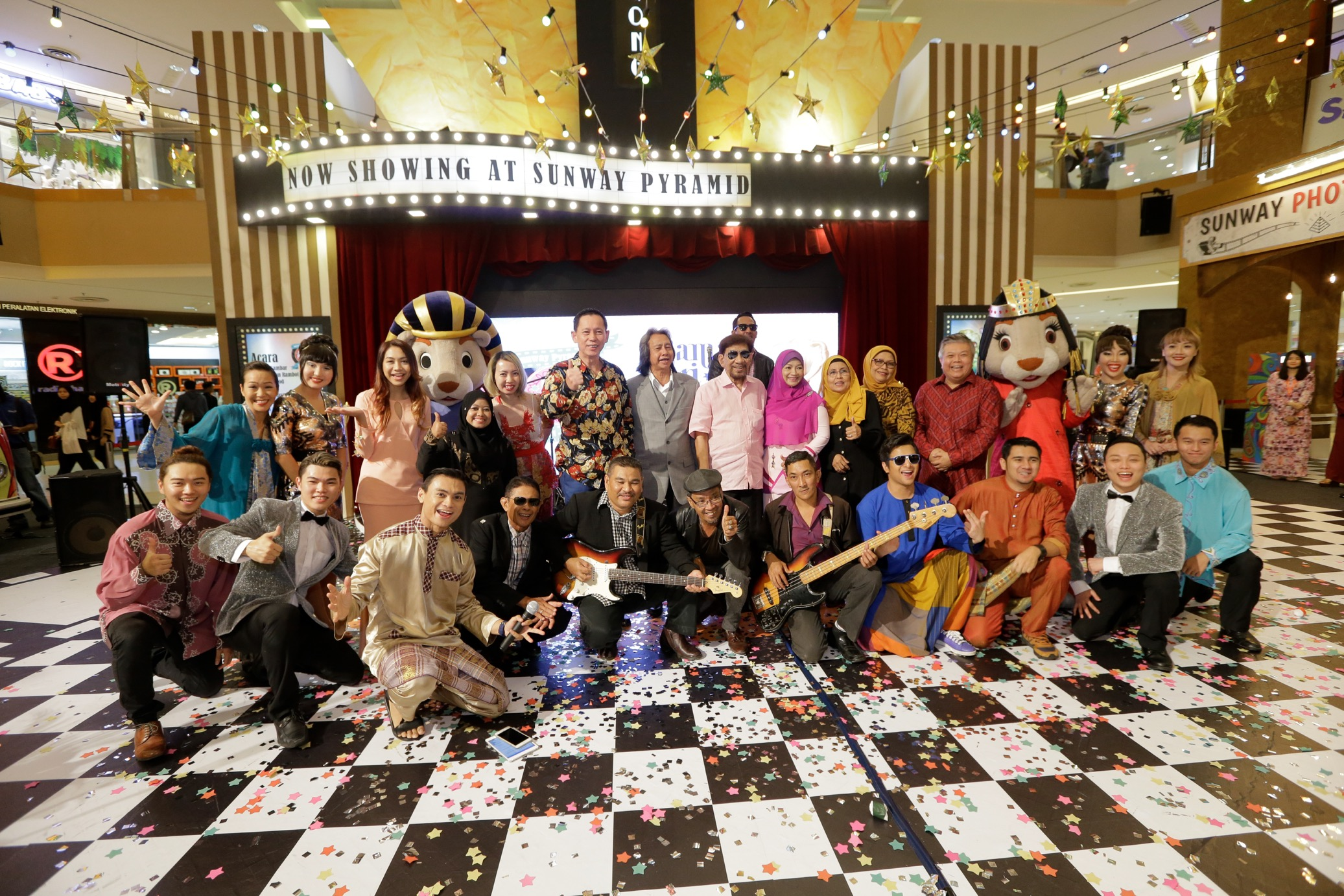 Photo finish with Pop Yeh Yeh legends, Dato A. Rahman Hassan, Adnan Othman, S. Mariam, & Roziah Latiff