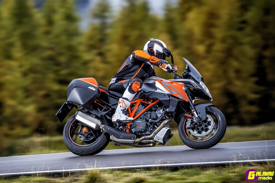 1290 SUPER DUKE GT_Action 09
