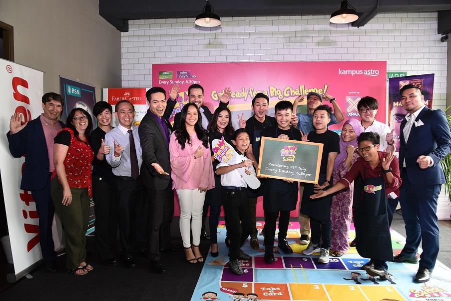 Para tetamu kehormat bersama barisan pelakon Oh My English! After Schoolcrop