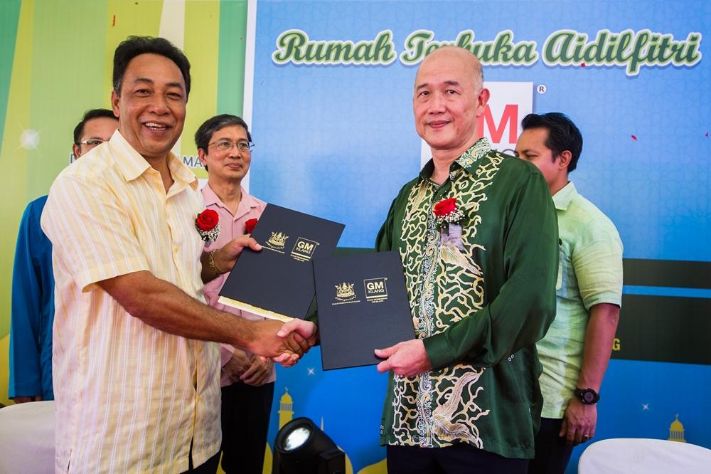 Yang Dipertua MPK bersama Dato' Lim Seng Kok.