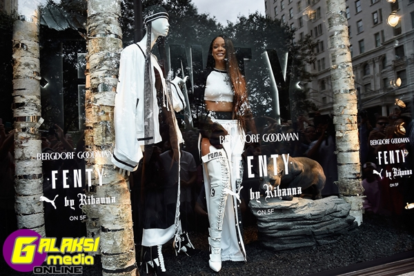 NEW YORK, NY - SEPTEMBER 06:  Rihanna celebrates the launch of her collection, FENTY PUMA by Rihanna, with Bergdorf Goodman on September 6, 2016 in New York City.  (Photo by Kevin Mazur/Getty Images for FENTY PUMA by Rihanna) *** Local Caption *** Rihanna