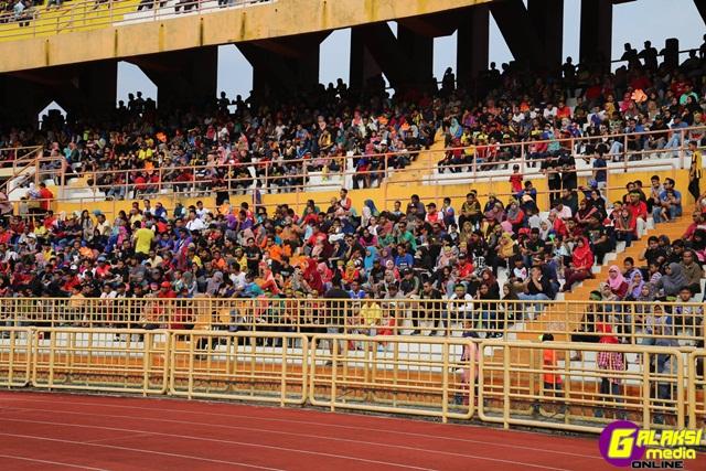 himpunan-penonton-di-stadium-tuanku-abdul-rahman-paroi