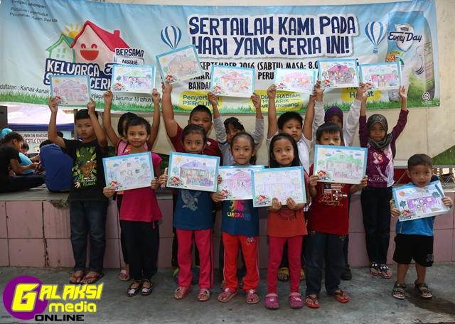 kids-colouring-activity-at-the-keluarga-sihat-ceria-bersama-nestle-everyday-roadshow-2