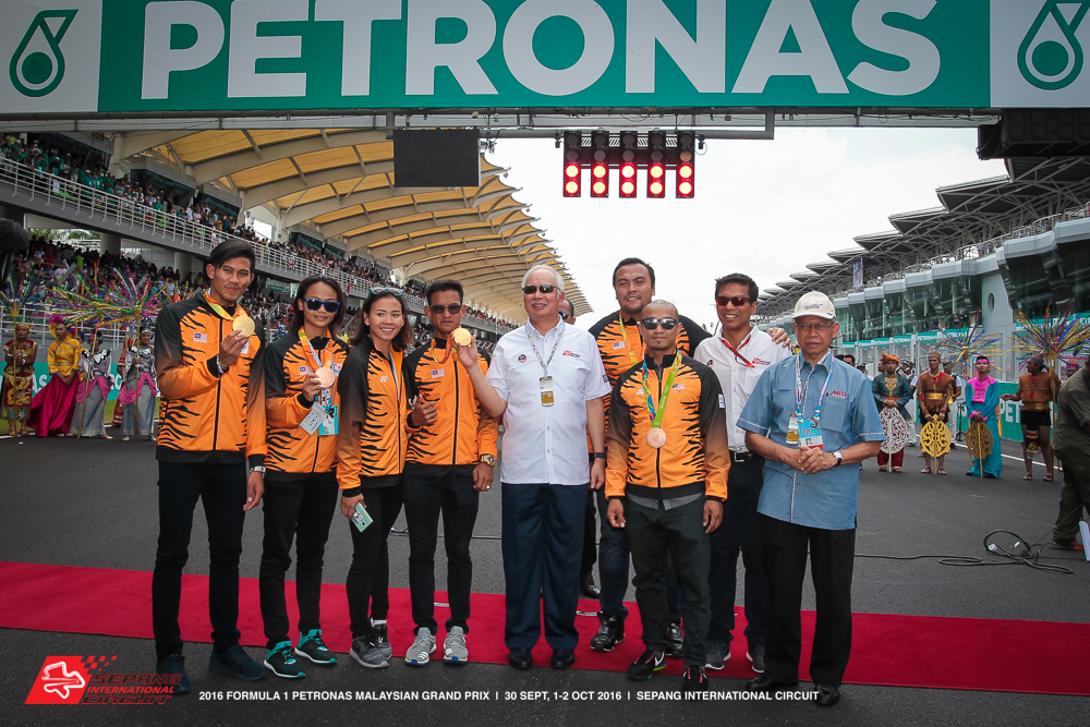 special-appearance-by-our-prime-minister-dato-sri-najib-tun-razak-malaysian-olympians-and-paralympians-at-the-2016-formula-1-petronas-malaysia-grand-prix