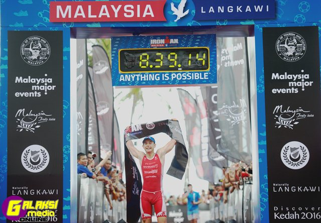 pro-male-champion-fredrik-croneborg-swe-claims-his-first-ironman-victory-in-langkawi